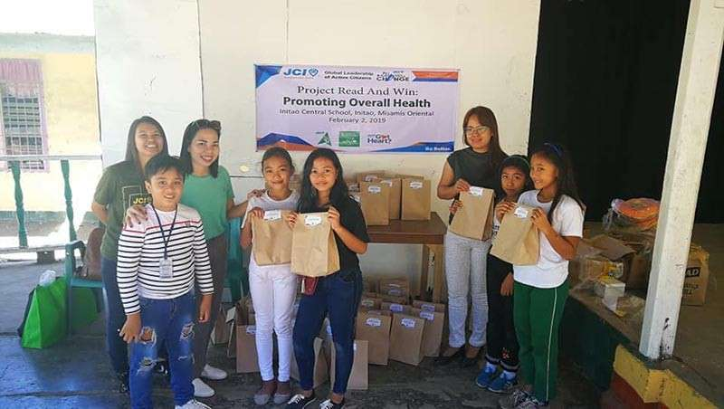 CAGAYAN DE ORO. Around 40 grade 4 kids of Initao Central School were given school supplies and health kits. (Photo from JCI Kagayhaan Gold Facebook page)
