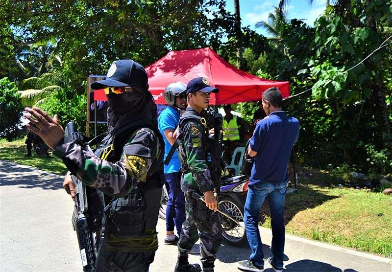 LANAO DEL NORTE. Police officers stop motorists at a checkpoint in Tubod town, Lanao del Norte as security were tightened in the province ahead of the plebiscite on Tuesday, February 6, 2019 that will decide if six of its municipalities will be included in the soon-to-be created Bangsamoro Autonomous Region in Muslim Mindanao following the ratification of Republic Act 11054 or the Bangsamoro Basic Law. (Jigger J. Jerusalem)