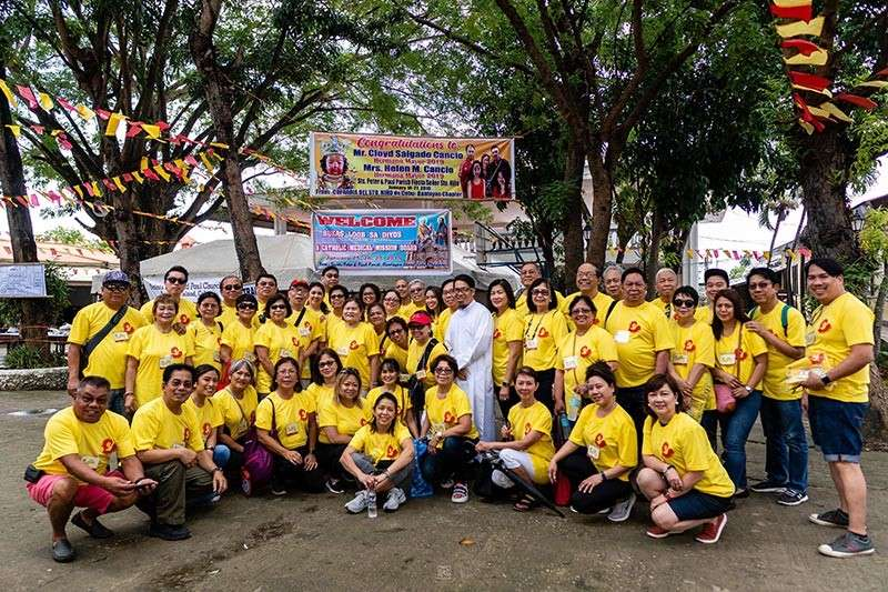 BLESSING BANTAYAN. Medical missionaries from New York help the poor residents of Bantayan Island as their way of sharing goodwill and the Christian faith. (Contributed photos)