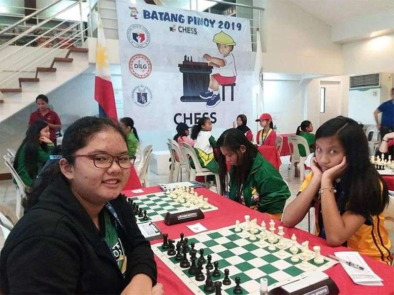 TAGUM CITY. Cagayan de Oro's Lorebina Carrasco II of Corpus Christi High School, at left, still flashes a smile after suffering her first defeat in third round of standard chess in the ongoing 2019 Batang Pinoy Mindanao qualifying games. (Contributed photo)