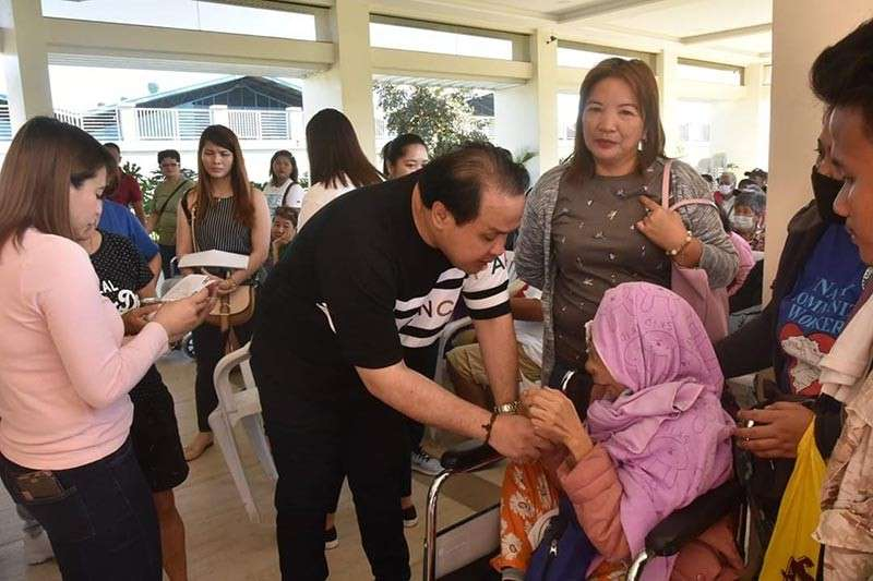 PAMPANGA. Vice Governor Dennis Pineda comforts a cancer patient during the distribution of assistance the other day in Lubao town. (Jun Jaso/Pampanga PIO)