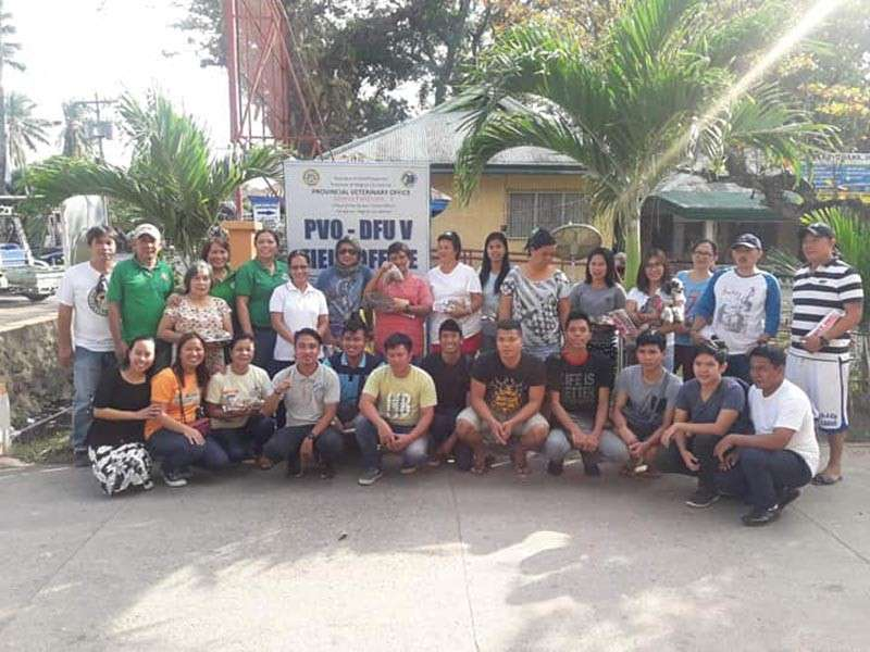 BACOLOD. Provincial Veterinary Office District Field Unit V personnel led by veterinarian Ma. Regina Gawan (standing, 6th from left) with the members of Hinigaran Dog Owners Club during their meeting at the said town recently. (Contributed photo)