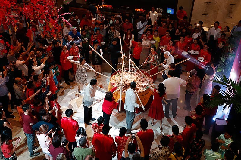 Annual Yee Sang Tossing Cermony with the hotel's guests of honors.