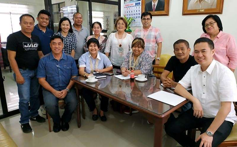ILOILO. Department of Social Welfare and Development and World Bank delegates of the 9th Implementation Support Mission discussed the experiences and lessons in Kalahi-CIDSS implementation with Partner- local government unit of Bingawan, Iloilo, headed by Mayor Mark Palabrica (1st from right) and Vice Mayor Matt Palabrica (1st from left). (Contributed photo)