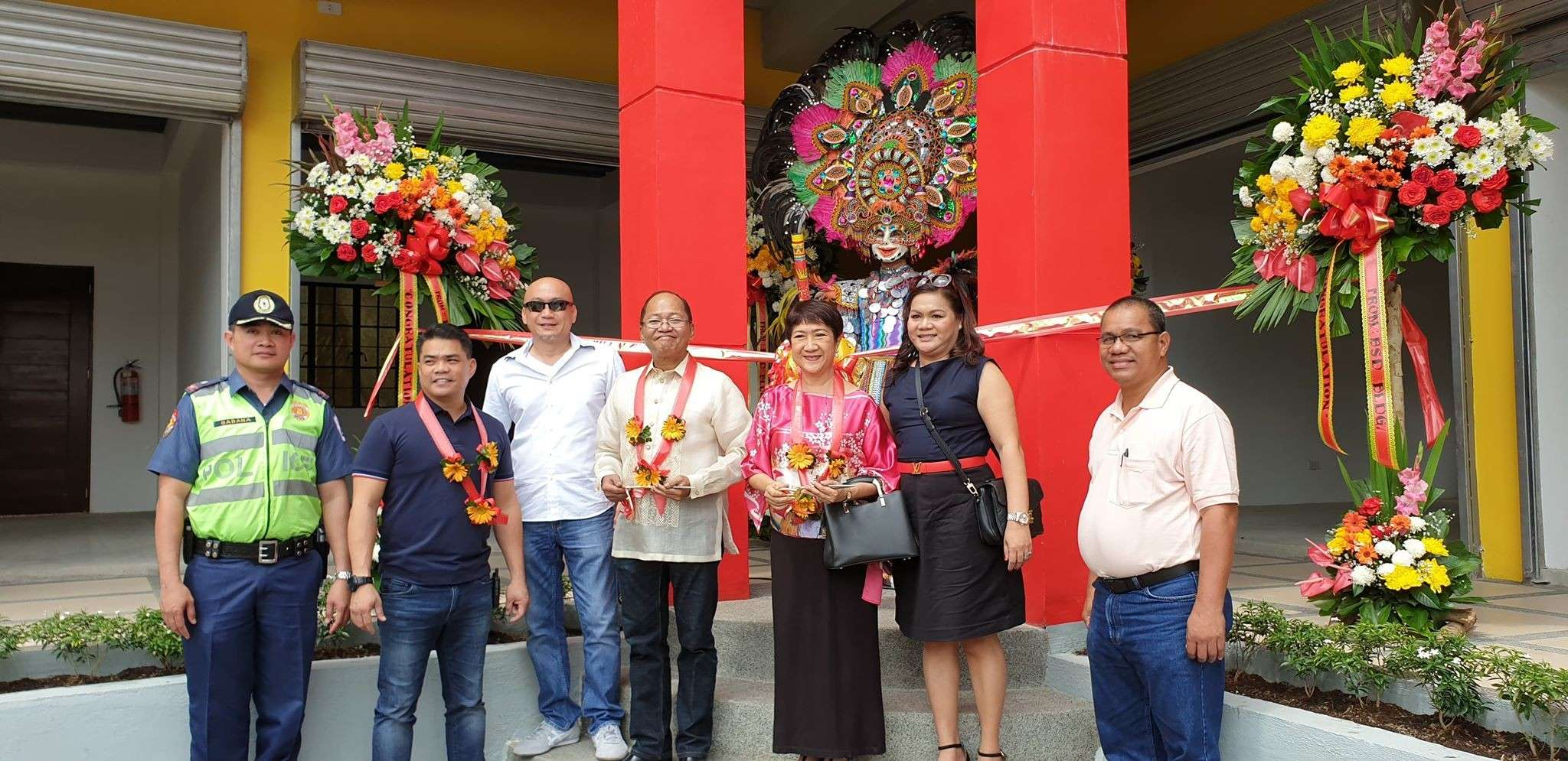 BACOLOD. Councilor Bart Orola (center), first lady Elsa Leonardia (3rd from right) and owners Bryan and Sheryl Dueñas (3rd and 6th from right) and guests during the opening of the BSD Building in Barangay Mansilingan Friday, February 8. (Photo by Carla Cañet)