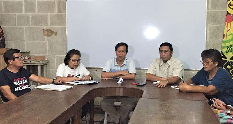 BACOLOD. Bacolod Diocese Social Action Center head Fr. Chris Gonzales (center) with the leaders of consumer groups, namely, (from left) Water Watch Advocate secretary-general Wennie Sancho, Freedom from Debt Coalition secretary-general Pricilla Goco, Bagong Alyansang Makabayan secretary-general Michael Dela Concepcion, and Kadamay-Negros secretary-general Berlita Ante during a press conference on Friday, February 8, at the SAC conference room in the Bishop's House in Bacolod City. (Merlinda Pedrosa)