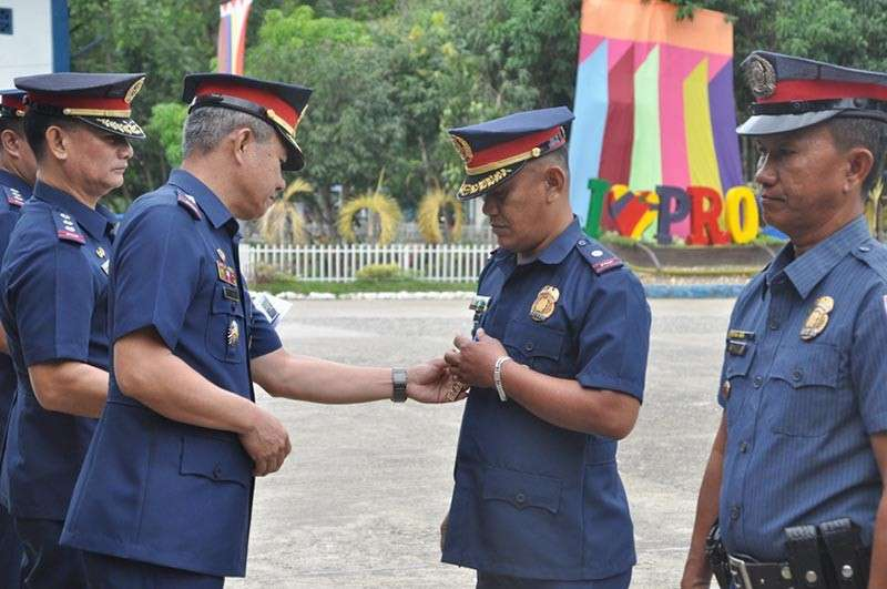 13 cops receive merit, commendation medals - SUNSTAR