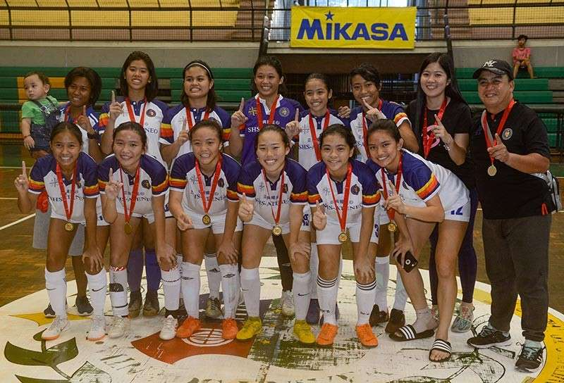 CHAMPIONS AGAIN. Sacred Heart School-Ateneo de Cebu needed to prevent University of San Carlos from sweeping its elimination matches to set up a championship match. They did that and beat USC again in the finals to keep the crown. (SunStar photo / Arni Aclao)
