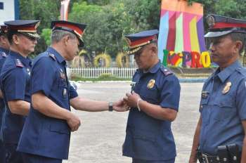 ZAMBOANGA. Chief Superintendent Edwin De Ocampo, deputy regional director for administration, on Monday, February 11, 2019, leads the awarding of policemen for their accomplishments against illegal drugs and peaceful conduct of January 21 plebiscite on the Bangsamoro Organic Law. (Contributed photo)