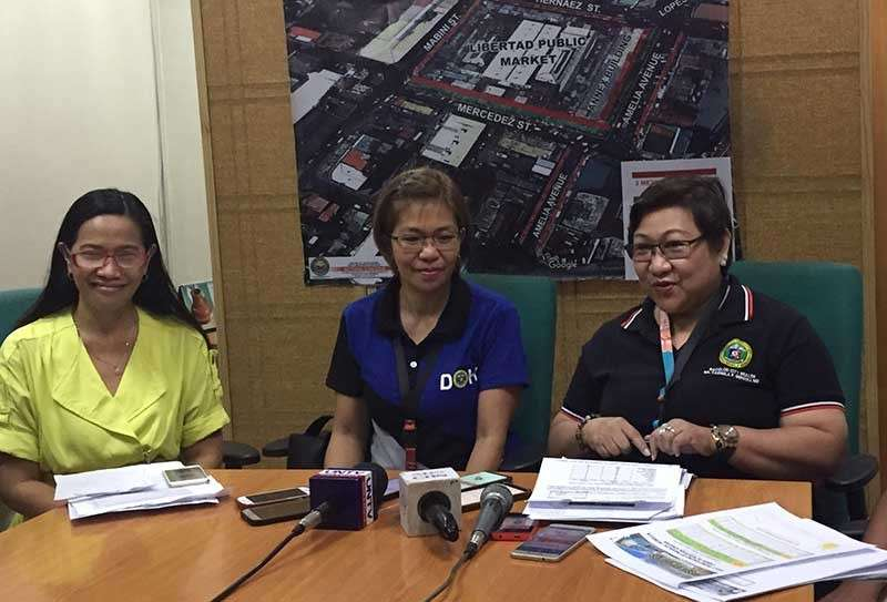 BACOLOD. Bacolod City Health Officer Ma. Carmela Gensoli (right), along with (from left) City Health Office (CHO) National Immunization Program coordinator Rosalie Deocampo and CHO Environmental Sanitation Division head Grace Tan, in a press conference at the Government Center on Monday, February 11. (Merlinda Pedrosa)