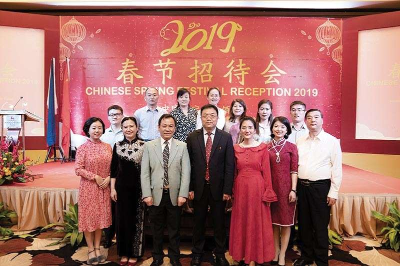 CHINESE SPRING FESTIVAL. The Chinese consuls in Cebu during the celebration of the Chinese Spring Festival at Marco Polo Plaza Cebu. At front row, from left: Li Bingyu and Cai Wen of the Economic Consulate; Deputy Consul General Wu Xiaomin; Consul General Jia Li; Consular Attache Jiang Wen, Zhao Yiyuan of the Economic Consulate and Mr. Zhao. At the back are their families.