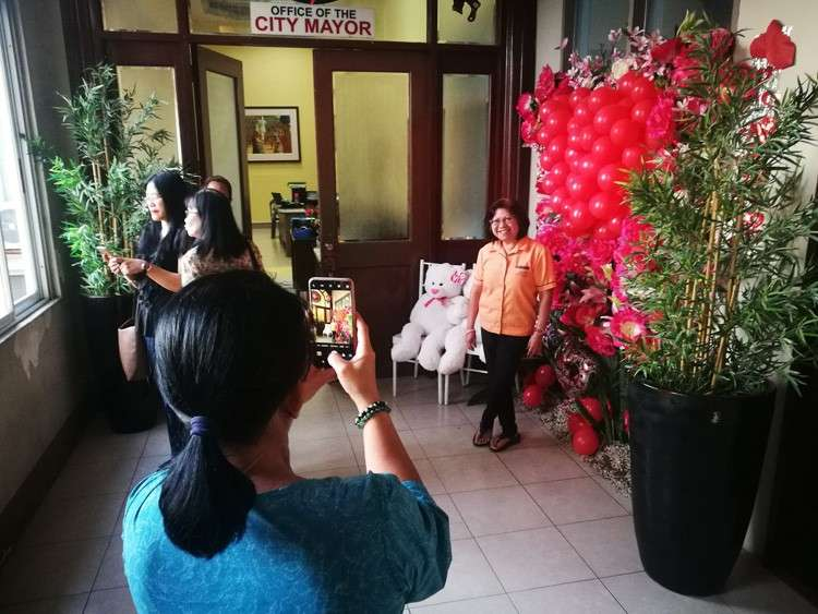Valentine's Day decoration at the Mandaue City Hall. (Allan Cuizon)