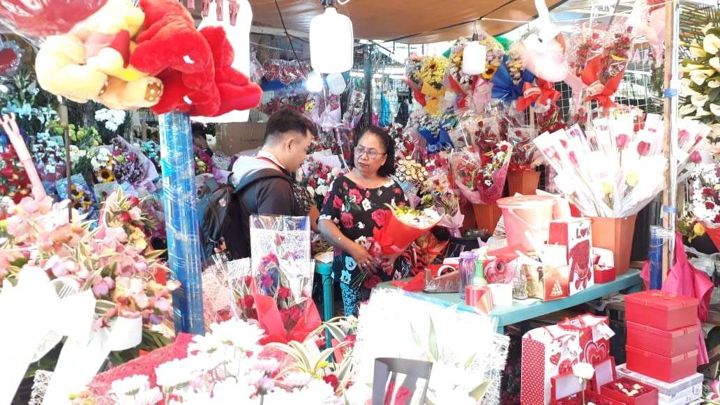 CAGAYAN DE ORO. Prices of flowers in Cagayan de Oro City increased just in time for Valentine's Day. (Jo Ann Sablad)
