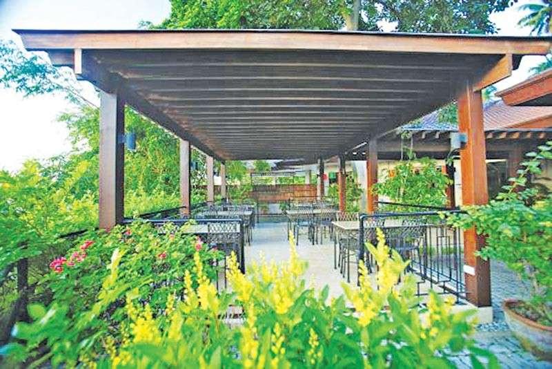 Cafe Aseya sa Hotel Tropika, Lanang (Gipaambit nga hulagway)
