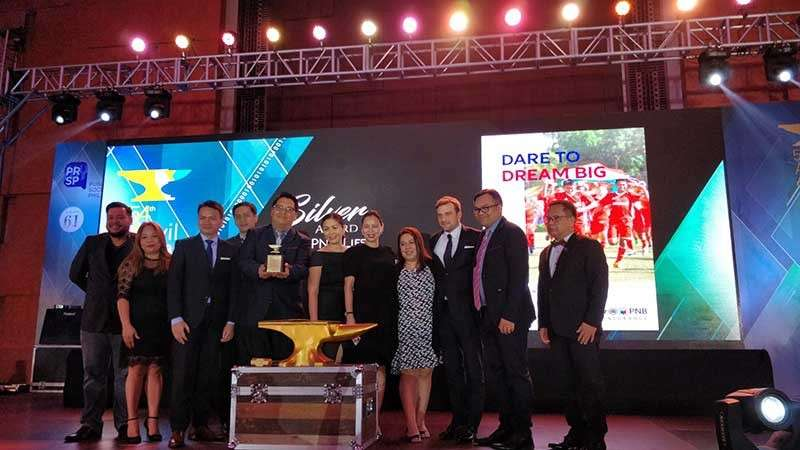 "MANILA. Allianz Philippine National Bank Life executives and representatives receive the Anvil Silver Award for their 2017 Annual Report dubbed ""Dare to Dream Big"" during the awarding rites held at the Marriott Hotel in Pasay City recently. (Contributed photo)"