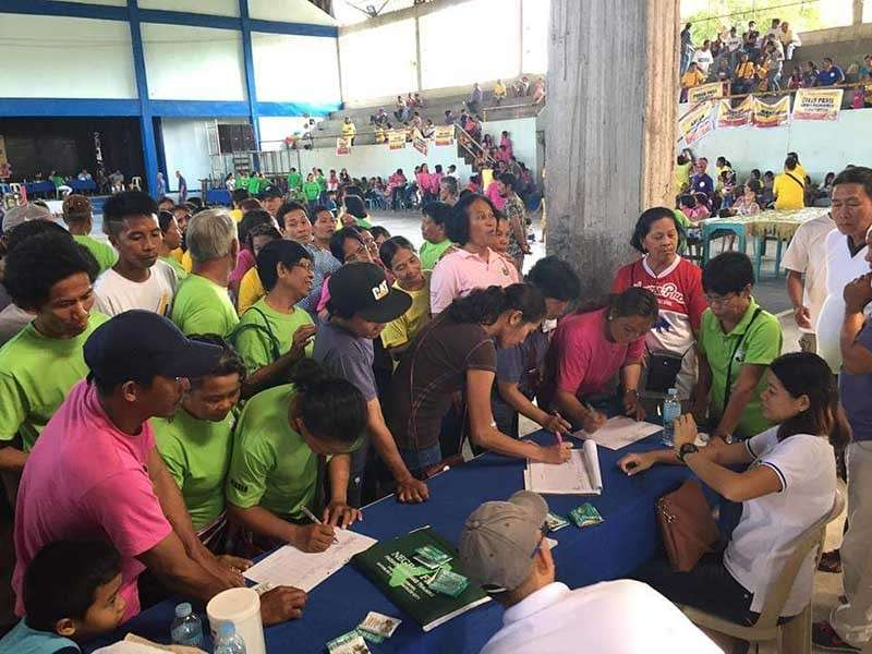 NEGROS. Animal raisers in San Enrique, Negros Occidental avail the consultation services of the Provincial Veterinary Office during the Farmers' Day celebration at the town's covered court recently. (Contributed photo)