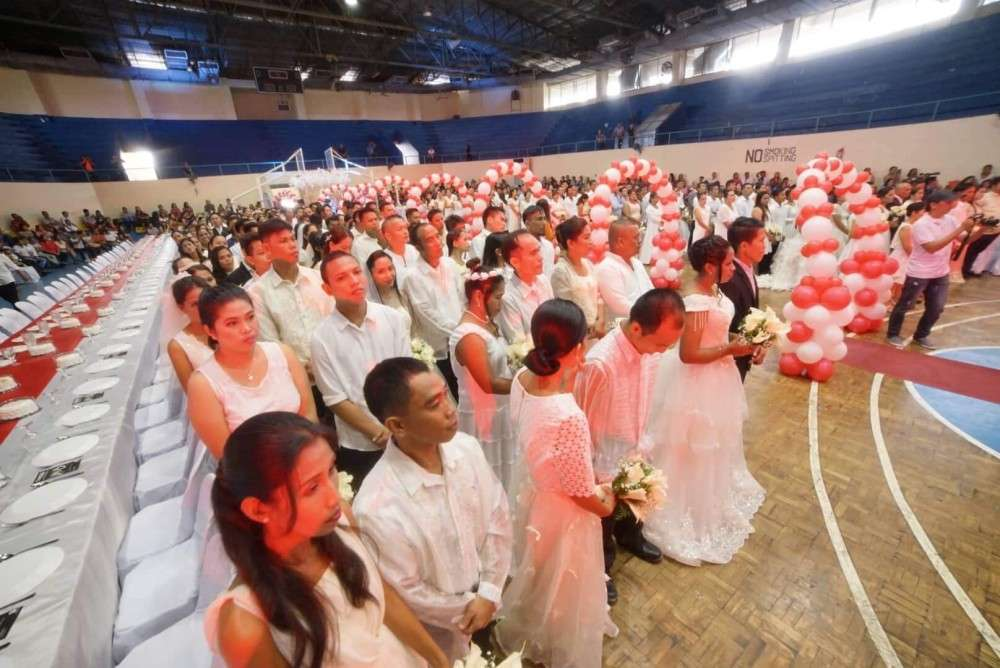 'PUT GOD AT THE CENTER.' This piece of advice was given to 136 couples who tied the knot at a mass wedding sponsored by the Mandaue City Government. (SunStar photo / Alan Tangcawan)