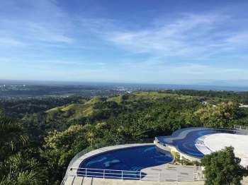 INFINITY POOL: Mag relax samtang nagtan-aw sa kinatibuk-ang siyudad sa Cagayan de Oro. (Charry Lane Coronel)  onerror=