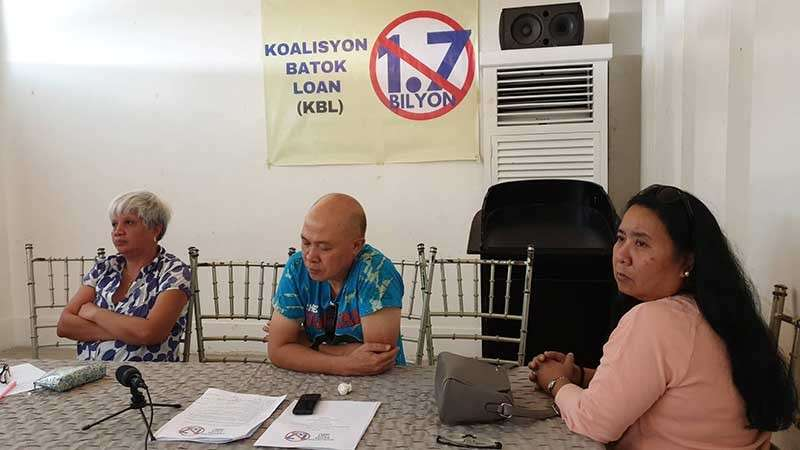 Koalisyon Batok Loan convenors Lordgeline Alpers, Edwin Balajadia and Darlene Casiano in a forum at Sugarland Hotel in Bacolod City Thursday, February 14. (Photo by Carla Cañet)