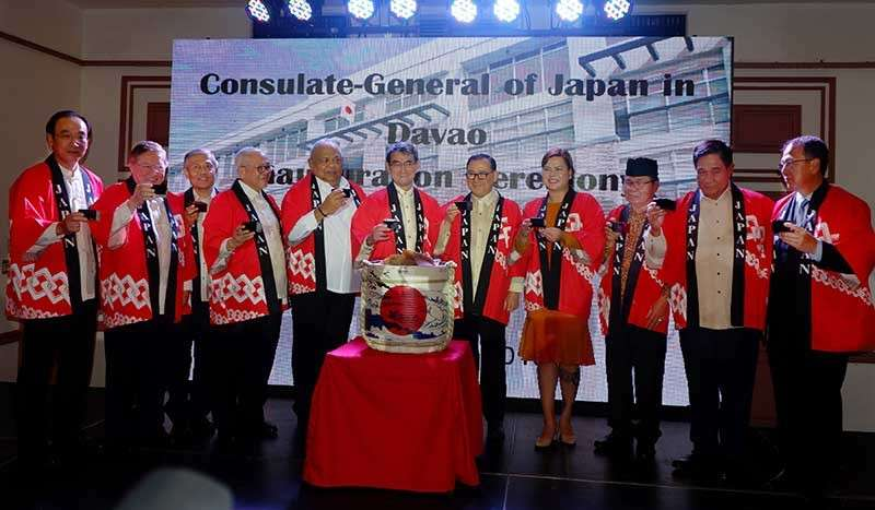DAVAO. A toast after Kagamibiraki, the sake barrel breaking ceremony. Japanese Ambassador Koji Haneda; Finance Secretary Carlos Dominguez III; Japanese Consul General Yoshiaki Miwa; Philippine Ambassador to Japan Jose Laurel V; Executive Secretary Salvador Medialdea; Japanese Foreign Minister Taro Kono; DFA Secretary Teodoro Locsin, Jr.; Davao City Mayor Sara Duterte; MILF Chairman Al Haj Murad Ebrahim; Natl. Security Adviser Hermogenes Esperon; and Peace Process Adviser Carlito Galvez. (Photo by Jinggoy Salvador)