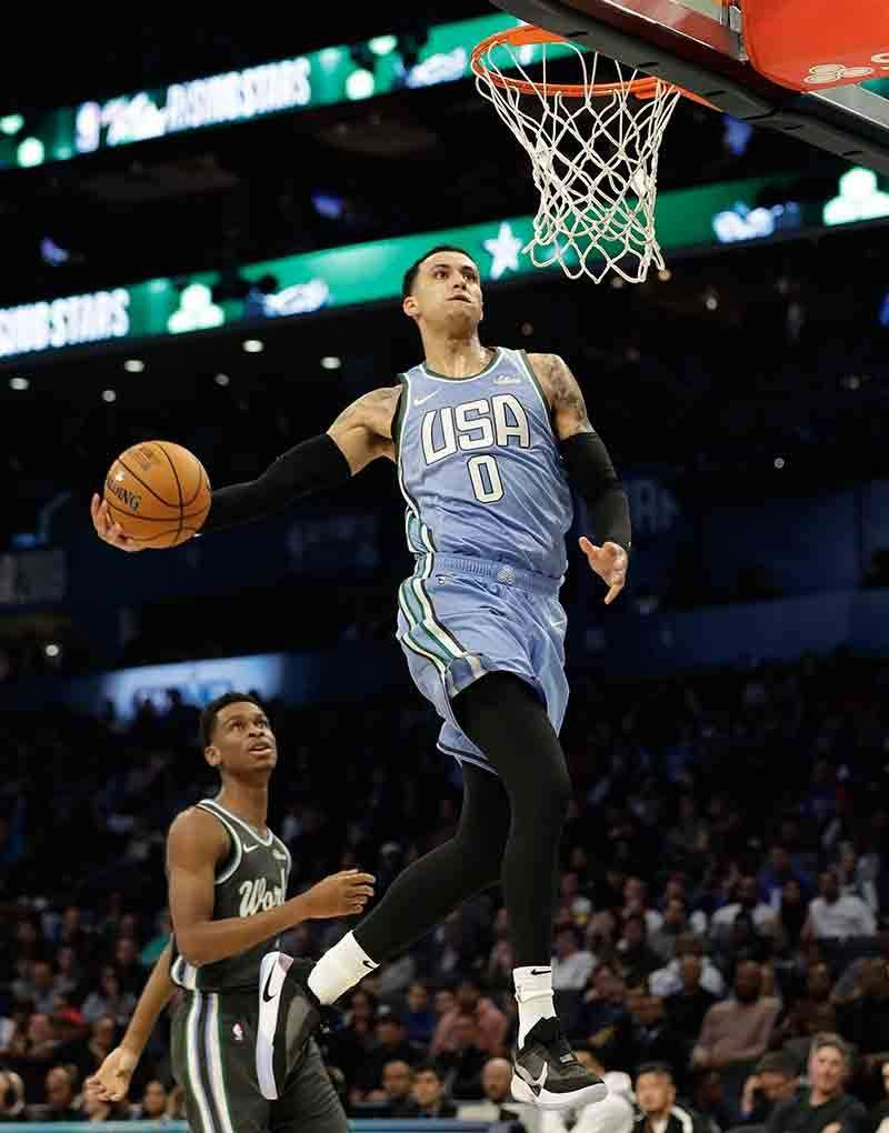 MVP: Paingon nga mohansak si U.S. Team forward Kyle Kuzma batok sa World Team sa NBA All-Star Rising Stars basketball game kagahapon sa Charlotte. Ang usa sa mga pambato sa Los Angeles Lakers maoy napiling MVP sa duwa. <b>(AP)</b>