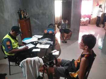 TACLOBAN. Police drug suspects Lopez (in blue color clothes), Felizarta (on sleeveless), and Sale (back turned from camera). (Photo courtesy of Briggitt Paz Dejon)