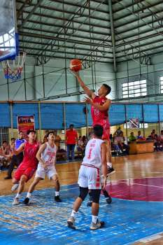 DAVAO. JV Marcelino of the Liceum of the Philippines University (LPU) Pirates shoots against Holy Cross of Davao College (HCDC) Crusaders defenders in an exhibition game at Rancho Palos Verdes Clubhouse in Maa, Davao City Saturday, February 16, 2019. The Crusaders prevailed, 98-90. (Macky Lim)