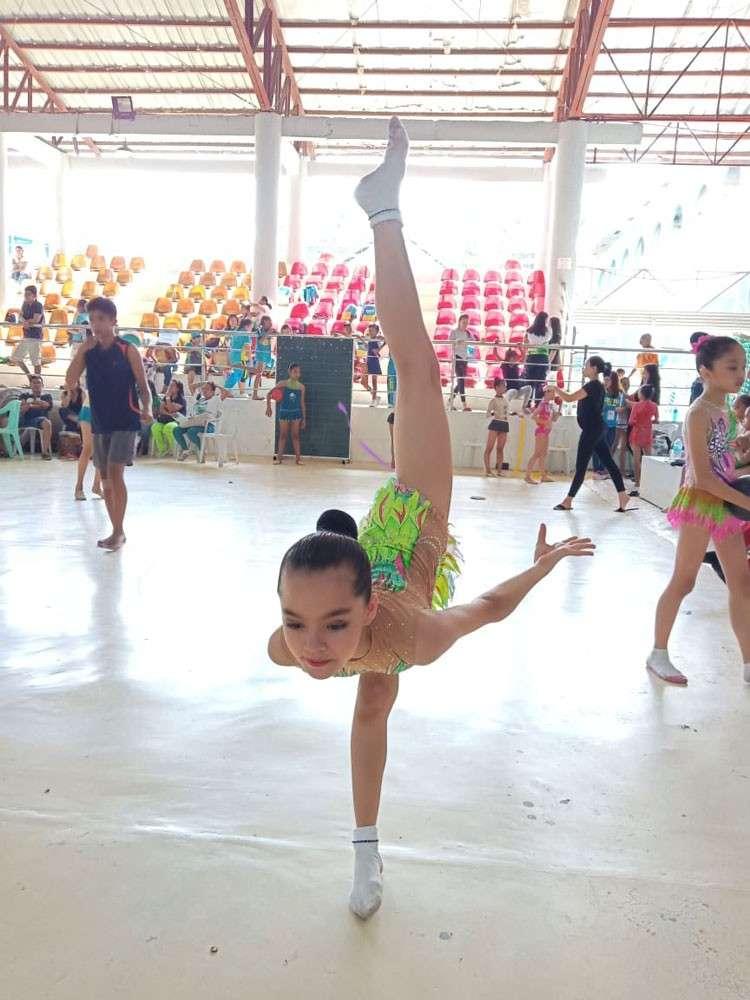 DUMAGUETE. Leanne Marie Manning wins Cebu City's first gold medal in the Cviraa. (SunStar photo/Alex Badayos)