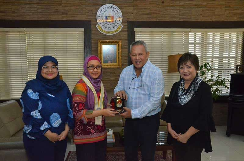 Last February 13, Acting Consul General Endah Yuliarti Farry of the Republic of Indonesia and Vice Consul Ely Syafitri Handayani visited and talked with Mayor Oscar Moreno and Local Economic Investment Promotions officer Eileen San Juan on possible investment opportunities in the city. (Photo from Cagayan de Oro City Facebook page)