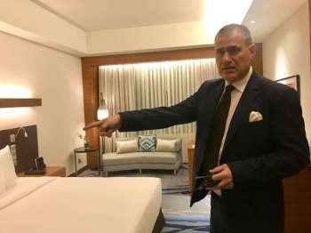 Radisson Blu general manager Stephan Sieberg shows the fresh looks of the rooms that were renovated. (SunStar photo/Kat Cacho)