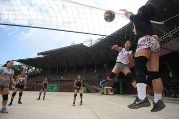 CARAA READY. The Baguio women's volleyball team trains at the open court of the Baguio Athletic Bowl in preparation for the upcoming Cordillera Administrative Region Athletic Association (CARAA) meet to be held in Apayao on February 27. (Jean Nicole Cortes)