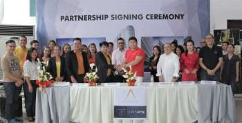 STRONGER TIES. Aeon Luxe Properties partnership signing with J Force group with President Ian Cruz (middle, in red) shaking hands with J Force Agency Manager Jerard Amada and the rest of the team of both parties on February 5 at Aeon Towers Showroom, Bajada, Davao City. (Contributed photo)