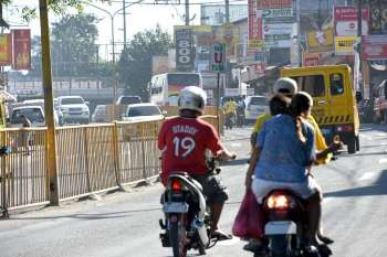 SLOW DOWN. If approved by the Provincial Board, motorists going through the northern town of Consolacion will have to reduce their speed or risk facing fines that range from P500 to P2,500. Violators will also have to undergo a four-hour seminar on road safety. (SunStar foto / Allan Cuizon)
