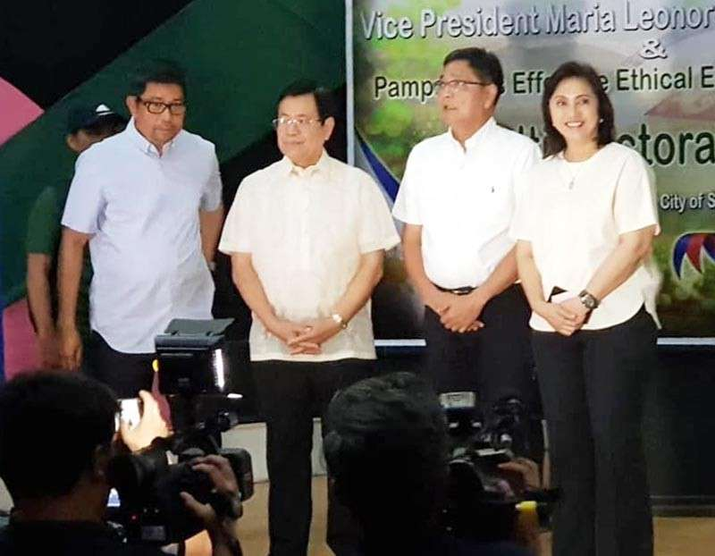 """PAMPANGA. Vice President Leni Robredo is joined by Pampanga Liberal Party stalwarts Board Member Jun Canlas, former Congressman Oscar Rodriguez and Mayor Edwin Santiago during the endorsement of the """"Otso Diretso"""" slate on Monday. (Contributed photo)"""