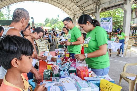 MISAMIS. The marketing team of FDC Misamis Power Corporation (FDC Misamis) assists the Provincial Health Office in dispensing free medicines to beneficiaries during the power firm's recent medical-dental mission in partnership with the Province of Camiguin held at the gymnasium of Barangay Poblacion in Mambajao town. (Contributed Photo)