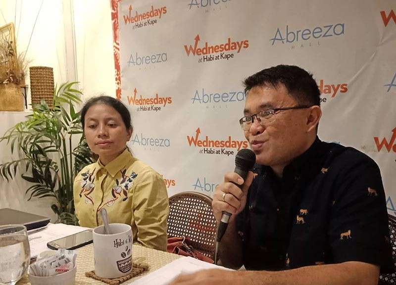 DAVAO. DTI-Compostela Valley division chief Kim Evangelio (right) said they are upbeat that they will be able to bring in P500 million worth of investments in the province during the De Oro Biz Icon 2019. (Photo by Lyka Casamayor)