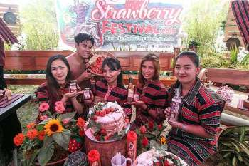 "LA TRINIDAD. Youth garbed in their ethnic attire showcase strawberries and locally made products of La Trinidad as the town celebrates its annual Strawberry Festival starting March 4 to 31 with the theme ""La Trinidad: My home… My Pride."" (Photo by Jean Nicole Cortes)"