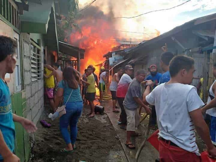 NEGROS. Residents help put out the fire which razed 43 houses in Barangay 6 in San Carlos City, Negros Occidental on Tuesday, February 19. A three-year-old boy reportedly went missing in the fire which started in an alleged drug den. (Dyesebel Barbecho)