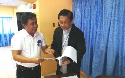 DUMAGUETE. Provincial Election Supervisor Eliseo Labaria with Dumaguete Bishop Julito Cortes. (Photo by Judaline F. Partlow)