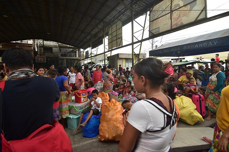 DAVAO. Fire victims seek refuge at the Barangay 23-C covered court. (Photo by Macky Lim)