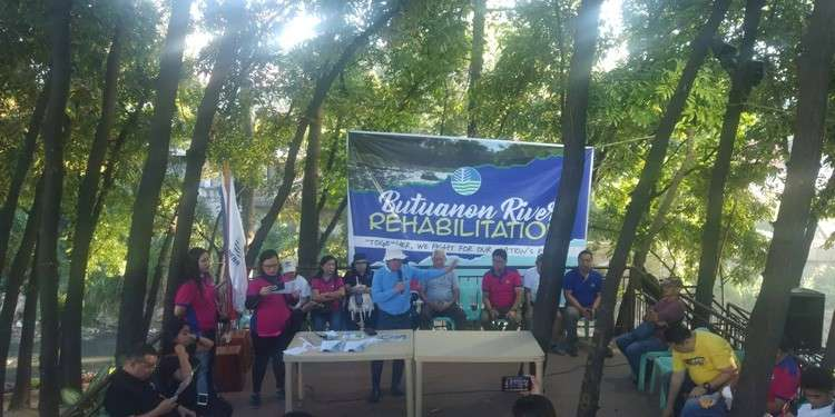 River clean-up. (Fe Marie Dumaboc)