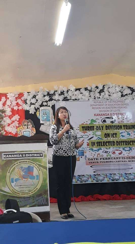 LEYTE. Leyte Assistant Schools Division Superintendent Marilyn Siao speaks during the three-day division training on Literacy through ICT in Kananga, Leyte. (Photo courtesy of Ronel Boholano)