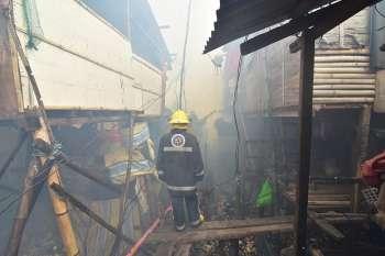 DAVAO. Fire razed 200 homes last Wednesday, February 20, in Purok 4, Barangay 23-C, Isla Verde, Davao City. (Photo by Macky Lim)