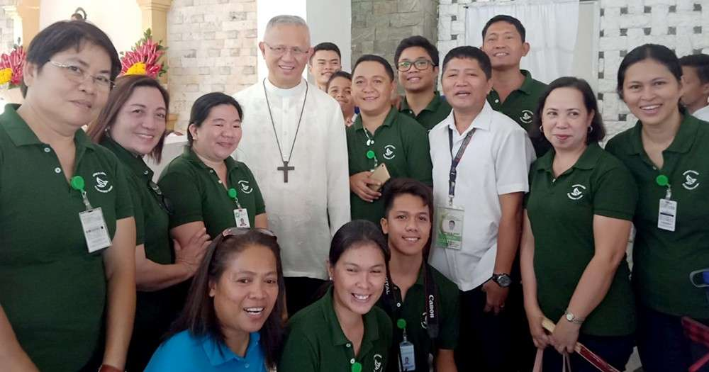 TEAM. The Nature's Legacy Team (wearing green) with Cebu Archbishop Jose Palma. Standing are Venus Magolong, Cherry Lim, Vanie Claire Campo, Bryan Bitong, John Dale Delantar, Manuel Mendoza, Elaine Gador and Genevieve Larase. Seated are Ellen Sabal and Chester John Lorete.