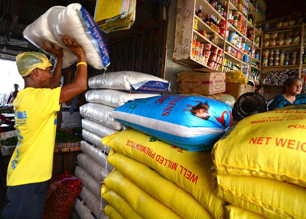 PRIMARY NEED: For small businesses to graduate into medium- and large-scale enterprises, they need easy access to capital.  BPI says of the total loans in the country, less than 10 percent are extended to small and medium enterprises. (SunStar file foto)