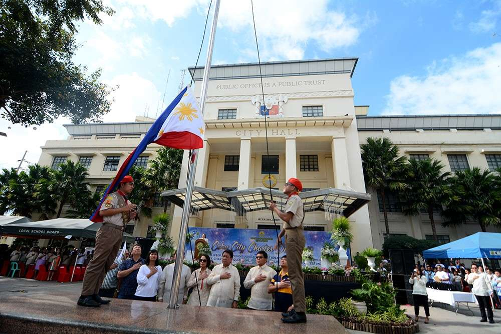 CHARTER DAY. Cebu City officials lead the celebration of the 82nd anniversary of the City's Charter, where outstanding city officials, employees and board topnotchers were recognized. (SunStar foto / Amper Campaña)