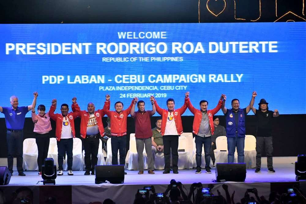 RALLY: President Rodrigo Duterte (middle) with his candidates for the senatorial race in May. Earlier, the President led the turnover of cash subsidies to beneficiaries at the Cebu Technological University campus in Cebu City. (SunStar Cebu / Allan Cuizon)