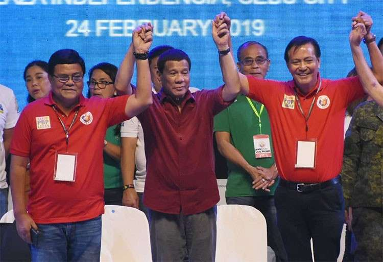 CEBU. President Rodrigo Duterte raises the hands of Vice Mayor Edgardo Labella and former Cebu City mayor Mike Rama during a PDP-Laban rally at the Plaza Independencia on Sunday, February 24, 2019. Labella is running for Cebu City mayor and Rama for vice mayor in the May elections. (SunStar/Allan Cuizon)