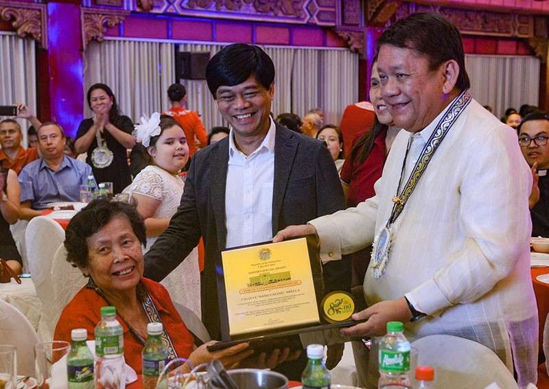CEBU. Calixta Abella, fondly called Nang Caling, 77, was all smiles when Mayor Tomas Osmeña handed over an Outstanding Individuals Award to her. Nang Caling is a staunch advocate of the cause of the urban poor for 25 years now. (Arni C. Aclao)