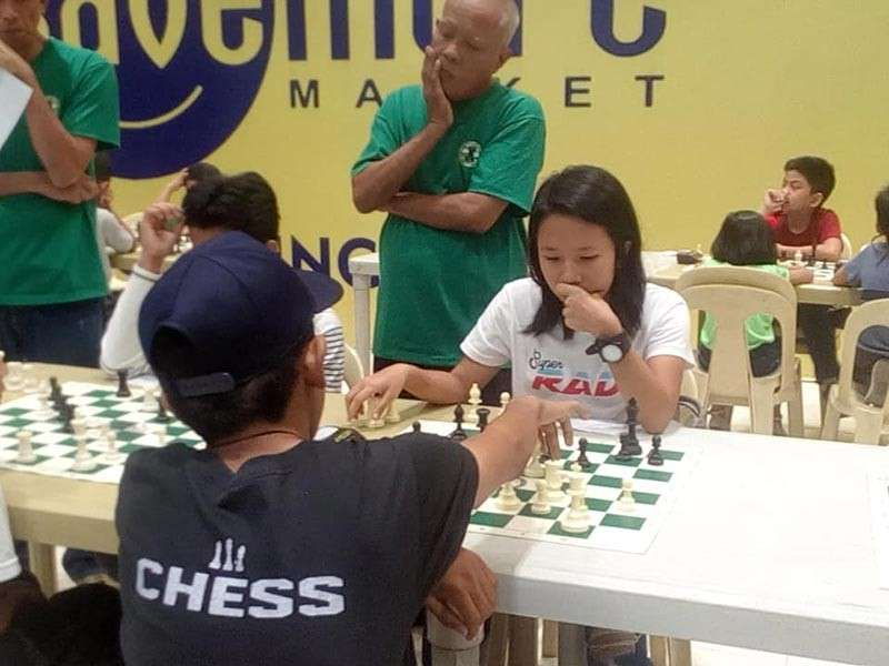 CAGAYAN DE ORO. Lady chess warrior Mary Joy Tan of Misamis Oriental makes it to the prize circle of the recent Parents Chess Club junior chessfest at City Mall, Cagayan de Oro. (Contributed photo)